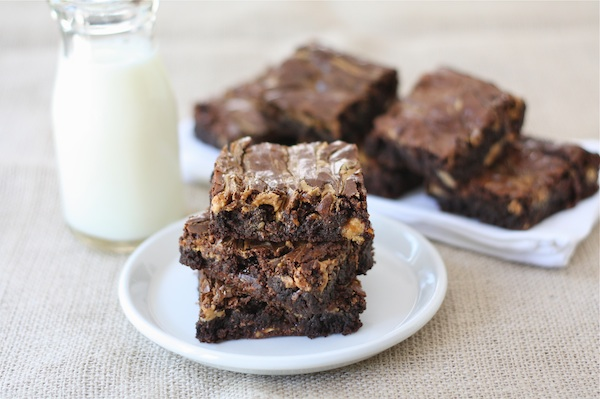 Peanut Butter Snickers Brownies & Cookie Candy Cupcakes | The Waking E ...